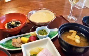 東京「浅草むぎとろ」むぎとろ定食とお刺身