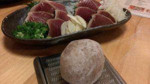 高知「土佐市場ずし」鰹のタタキ&サバ刺身